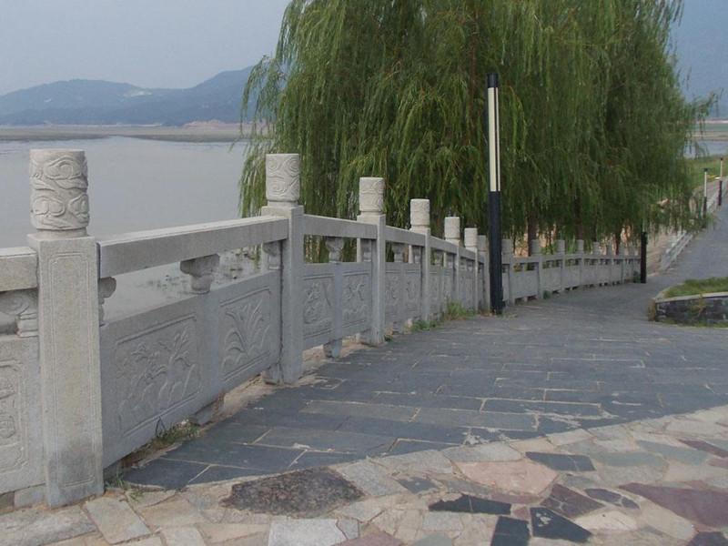橋梁石護欄柱